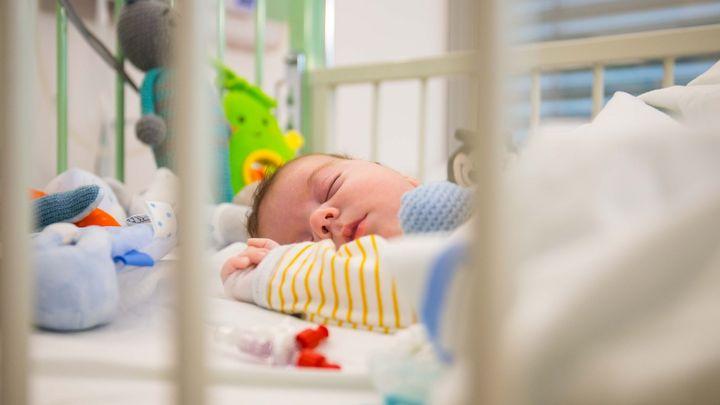 Dvouměsíčnímu chlapečkovi se zastavilo srdce. Lékaři ho zachránili unikátní operací