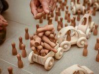 Česká hračka dobývá svět. Panáčky z Jeseníků vyrábí bývalý ředitel školy, znají je v USA i Austrálii