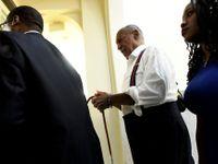 Foto: Bill Cosby odešel v poutech. Jeho oběti se po mnoha letech dočkaly