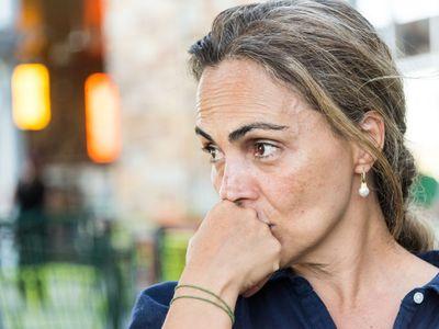 Nový britský výzkum odhalil, že v době před nástupem menopauzy se polovina žen potýká s depresemi, a každá desátá dokonce přemýšlí o sebevraždě.