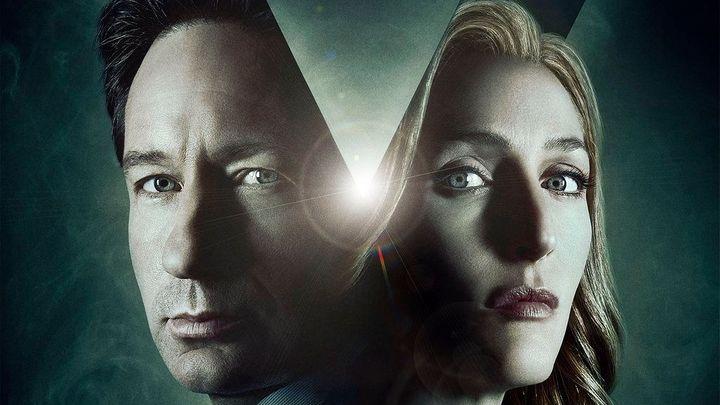 Tam někde venku je zase pravda. Agenti Mulder a Scullyová se vrátí v nové řadě seriálu Akta X