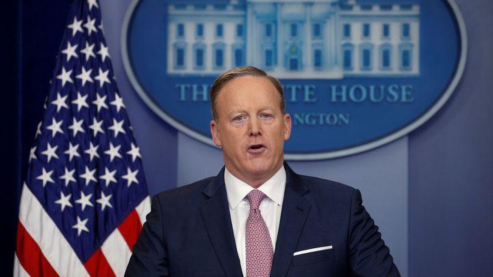 Trumpův mluvčí Spicer rezignoval. Čistý stůl by Bílému domu mohl prospět, odůvodnil své rozhodnutí