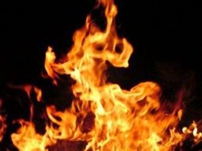 Brnem v noci prošel žhář. Podpaloval popelnice a kontejnery. Hasiči zasahovali na šesti místech