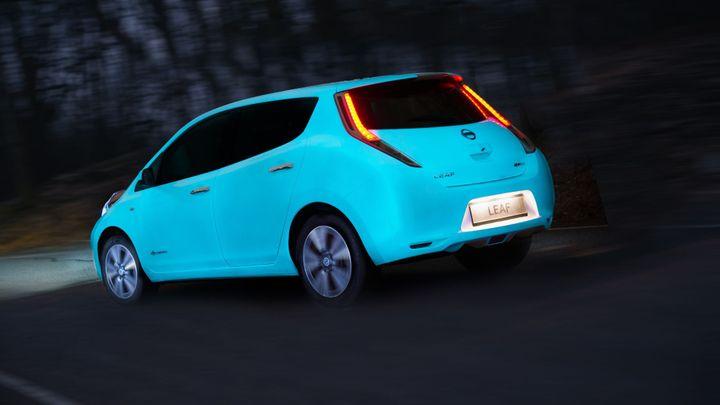 Nissan získal pro svůj model Leaf fosforeskující barvu