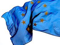 Brusel hledá nové zdroje evropského rozpočtu. Kromě států chce danit paliva nebo firmy