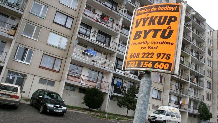 Hypotéky zlevnily, průměrná sazba klesla ke třem procentům