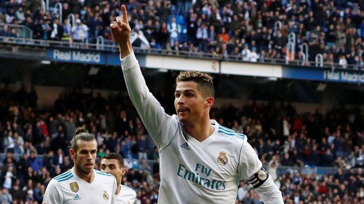Kopni si ji ty. Ronaldo mohl útočit na hattrick, penaltu ale přenechal parťákovi Benzemovi