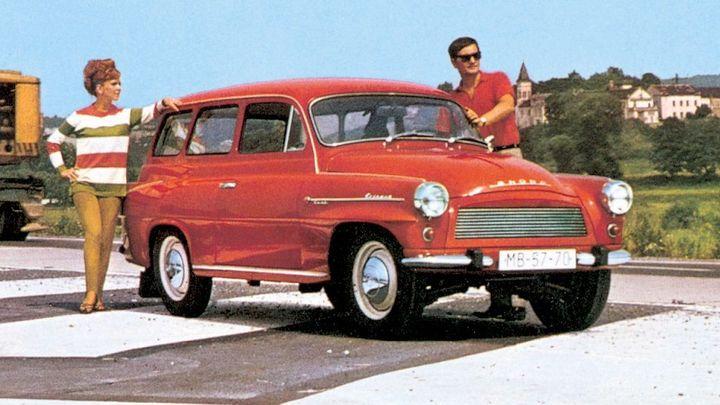 Foto: Auto snů socialistických rodin. Nedostupným kombi východního bloku vévodí Lada a Dacia