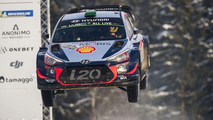 Neuville jel po dvou kolech, přesto Švédskou rallye vyhrál