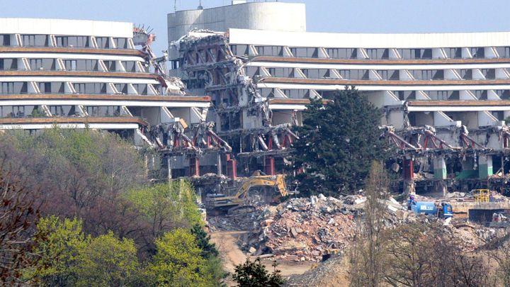 FOTO Tak probíhala demolice Hotelu Praha. Týden po týdnu