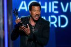 Lionel Richie vyrazí ve stopách Dolly Parton na Glastonbury