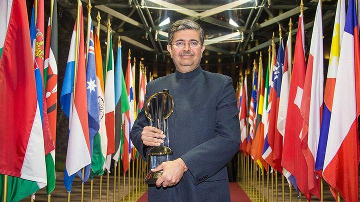 Titul Světový podnikatel roku získal indický bankéř