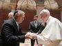 Papež v Budapešti Orbánovi připomněl, co zpívá Metallica