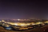 "1. místo v kategorii ""Against the Lights"": Norbert Span z Rakouska s fotografií ""Star above Innsbruck""."