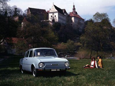 Před čtyřiceti lety se přestala vyrábět Škoda 100/110. Podívejte se na unikátní dobové fotografie