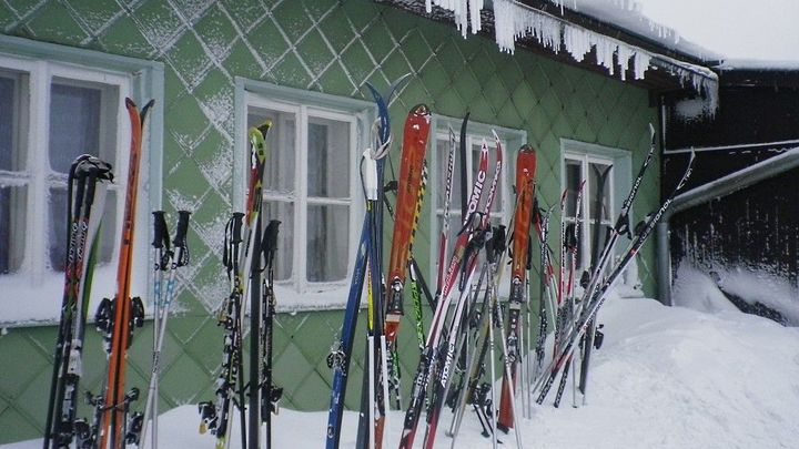 Kvůli teplé zimě přišly lyžařské areály o třetinu tržeb
