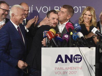 Líbající Babiš i selfie v ropné skvrně. Czech Press Photo zná nominace, podívejte se
