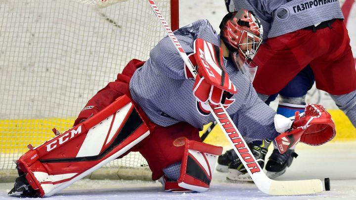 Jekatěrinburg v KHL poprvé prohrál, Kováře předčil Hrachovina