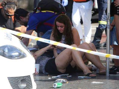 Online: V Barceloně najelo auto do davu. Zemřelo nejméně 13 lidí, tvrdí španělské rádio