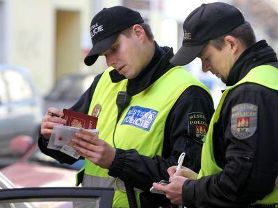Dáváte málo pokut, napsal nadřízený strážníkům. Posílá je na cyklisty