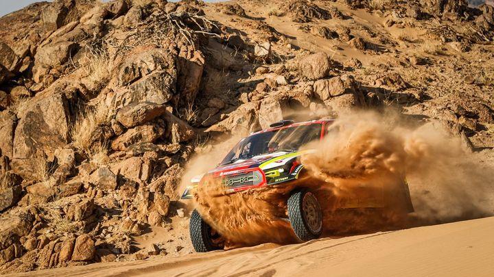 Prokop se na Dakaru vrátil do první desítky, Macík se drží blízko stupňů vítězů