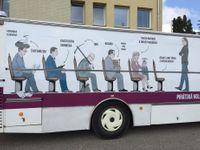 Politici na našem autobusu? Nemají vpolitice co dělat, my jsme si ty kauzy nevymysleli, říká pirát