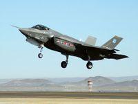 Předraženou americkou pýchu F-35 porazila 40 let stará F-16