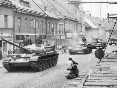 """""""Kvůli tobě přijely tanky."""" Počítal jsem se smrtí, vzpomíná signatář textu, který rozčílil okupanty"""