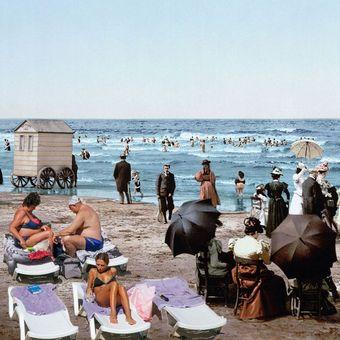 Foto: Pláže před 120 lety a dnes. Je libo šaty s krajkou a paraple, nebo bikiny a ručník?