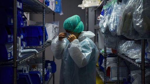 Zdravotnický personál v nemocnici v texaském Houstonu v době koronaviru