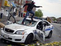 Baltimore zachvátilo násilí, ulice hlídá Národní garda