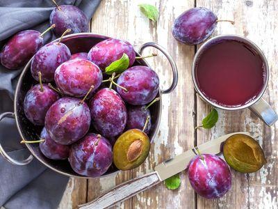 Ze švestek nemusí být jen slivovice. Zkuste si vyrobit švestkové víno
