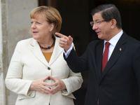 Turecký premiér Davutoglu končí. Pro Evropu je to komplikace
