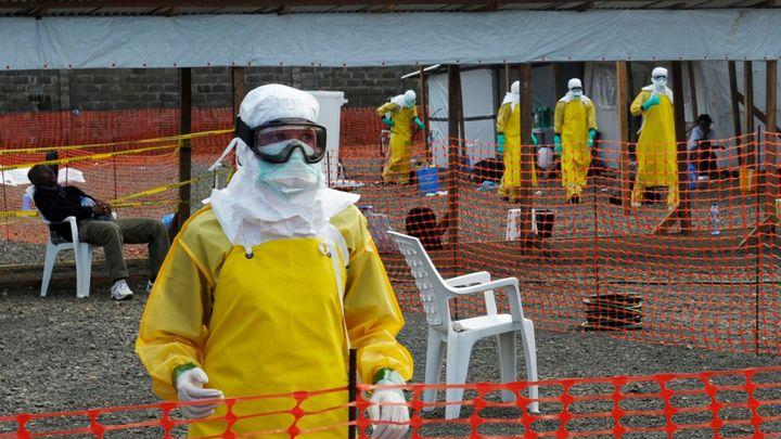 Baťůžkářům léčbu eboly platit nebudeme, varují pojišťovny