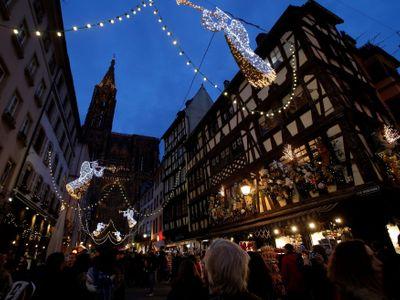 Střelba u vánočního trhu ve Štrasburku: Jeden mrtvý, uzavřený je i Evropský parlament