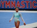 Bilesová se tyrkysovým trikotem postavila proti sexuálnímu zneužívání gymnastek