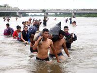 Foto: Karavana dvou tisíc migrantů míří do USA. Na hranice pošleme vojáky, říká Trump