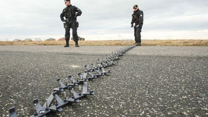 Policie dostane další pásy s hřeby a sítě na piráty silnic
