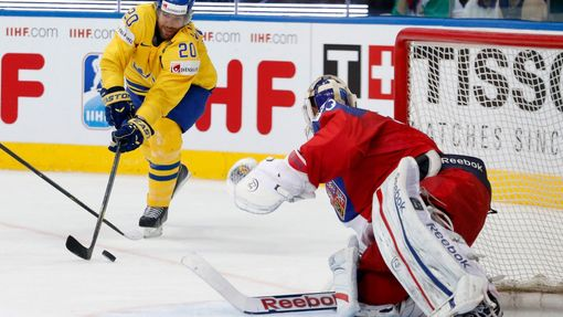 Sweden's Joel Lundqvist (L) challenges goalie Alexander Salak of the Czech Republic (R) reacts during the first period of their men's ice hockey World Championship bronze