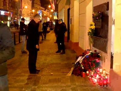 Živě: Česko slaví výročí revoluce. Babiš v noci položil kytici a odletěl do Švýcarska