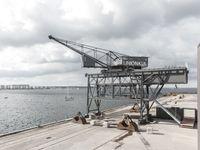 Jeřáb v dánském přístavu se proměnil v luxusní apartmán, lázně a zasedačku