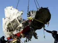 Raketa Buk zasáhla pilotní kabinu, říká klíčová zpráva o zkáze letu MH17