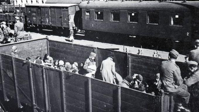 Čtyři z deseti Čechů považují odsun Němců za spravedlivý. Jejich podíl postupně klesá