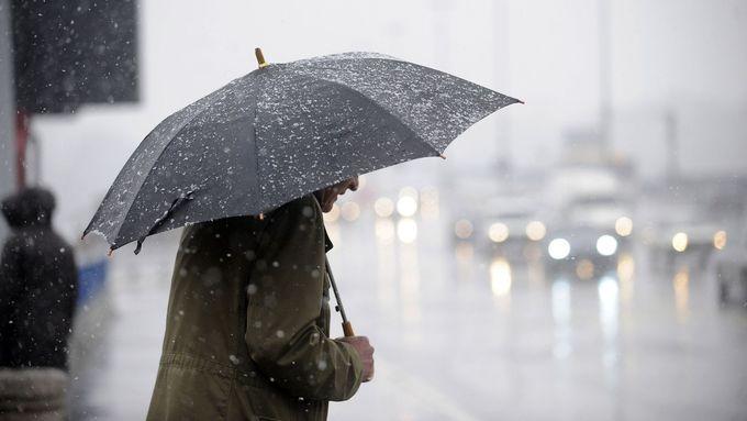 Po propršeném studeném víkendu se mírně oteplí, déšť ale přetrvá do poloviny října