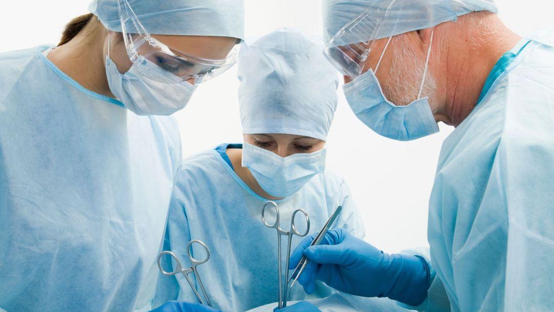 Probrat se z narkózy pod nožem chirurga  Splněná noční můra. Jak často se  to stává  05834ee3d6