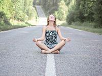 Podle karmaterapie mohou mít nemoci původ v minulých životech: Vyléčit se můžete seancí