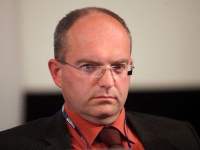 Náměstek ministra průmyslu, který přirovnal Romy k medúzám, odchází z ČSSD