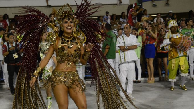 V porovnání s investicemi do karnevalu v Rio de Janeiru (v desítkách miliónů dolarů) je však barranquillský karneval stále Barevná orgie nemá konce.