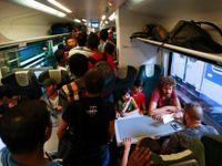 Rakušané zastavili na maďarské hranici vlak s uprchlíky