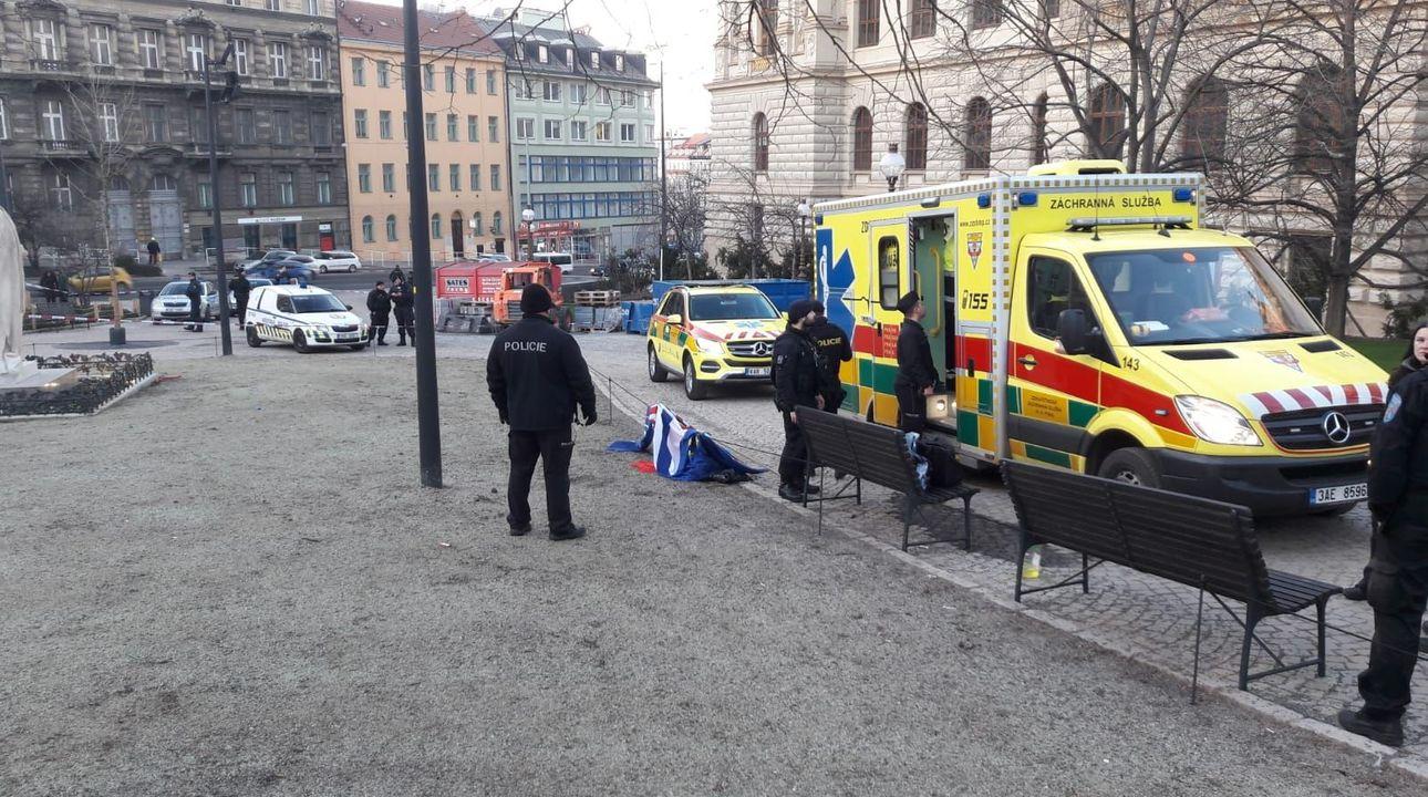 U Národního muzea se pokusil zapálit další člověk, policie mu v tom zabránila